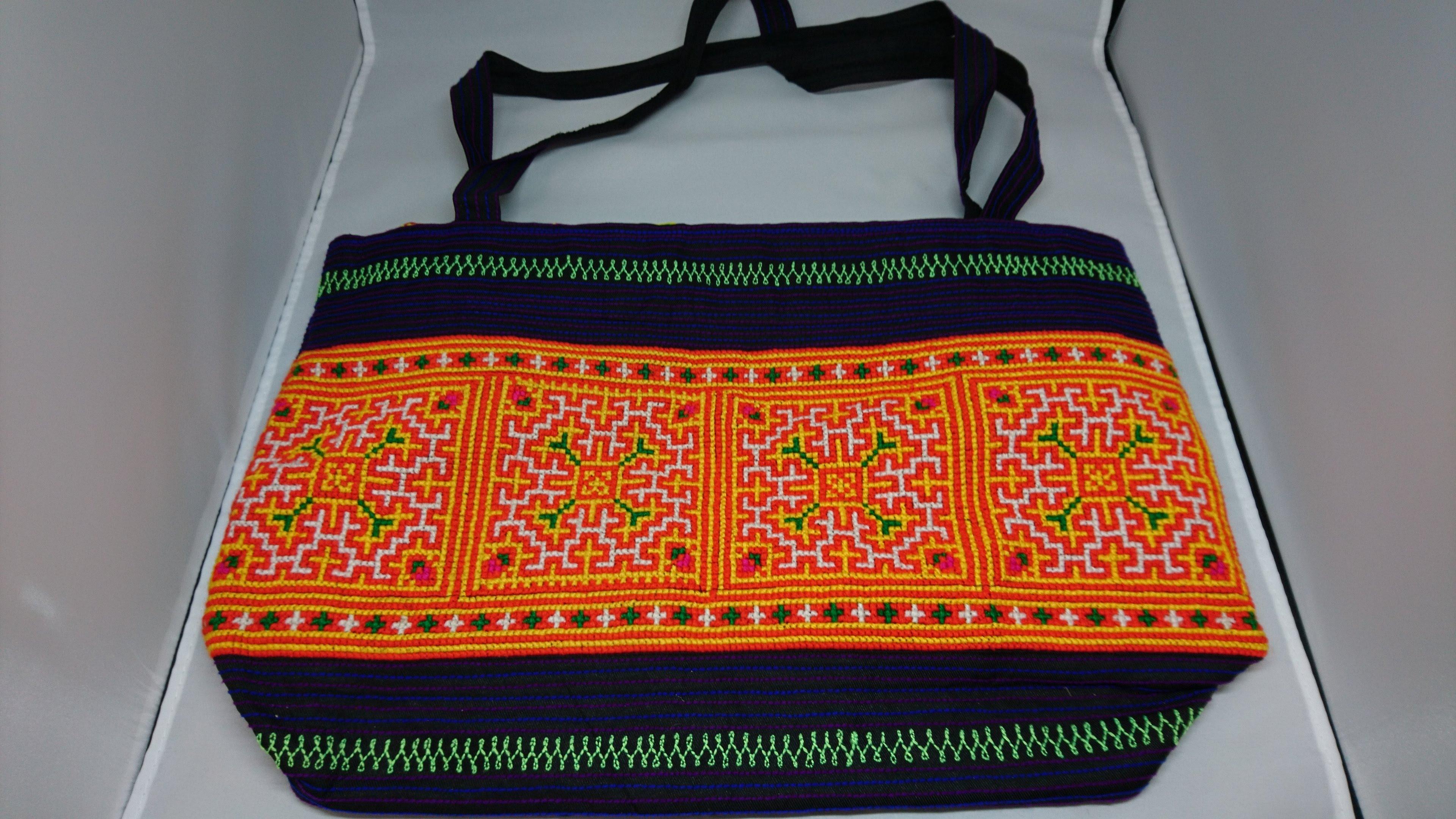 モン族手刺繍バッグ B