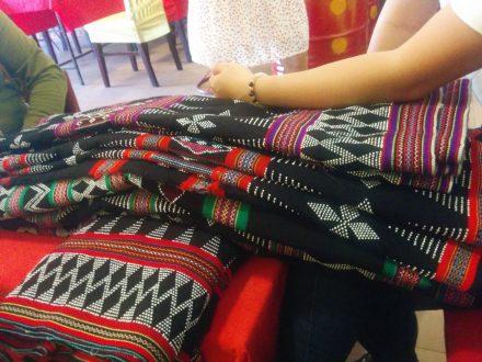 ターオイ族ビーズ織り込みブロケード