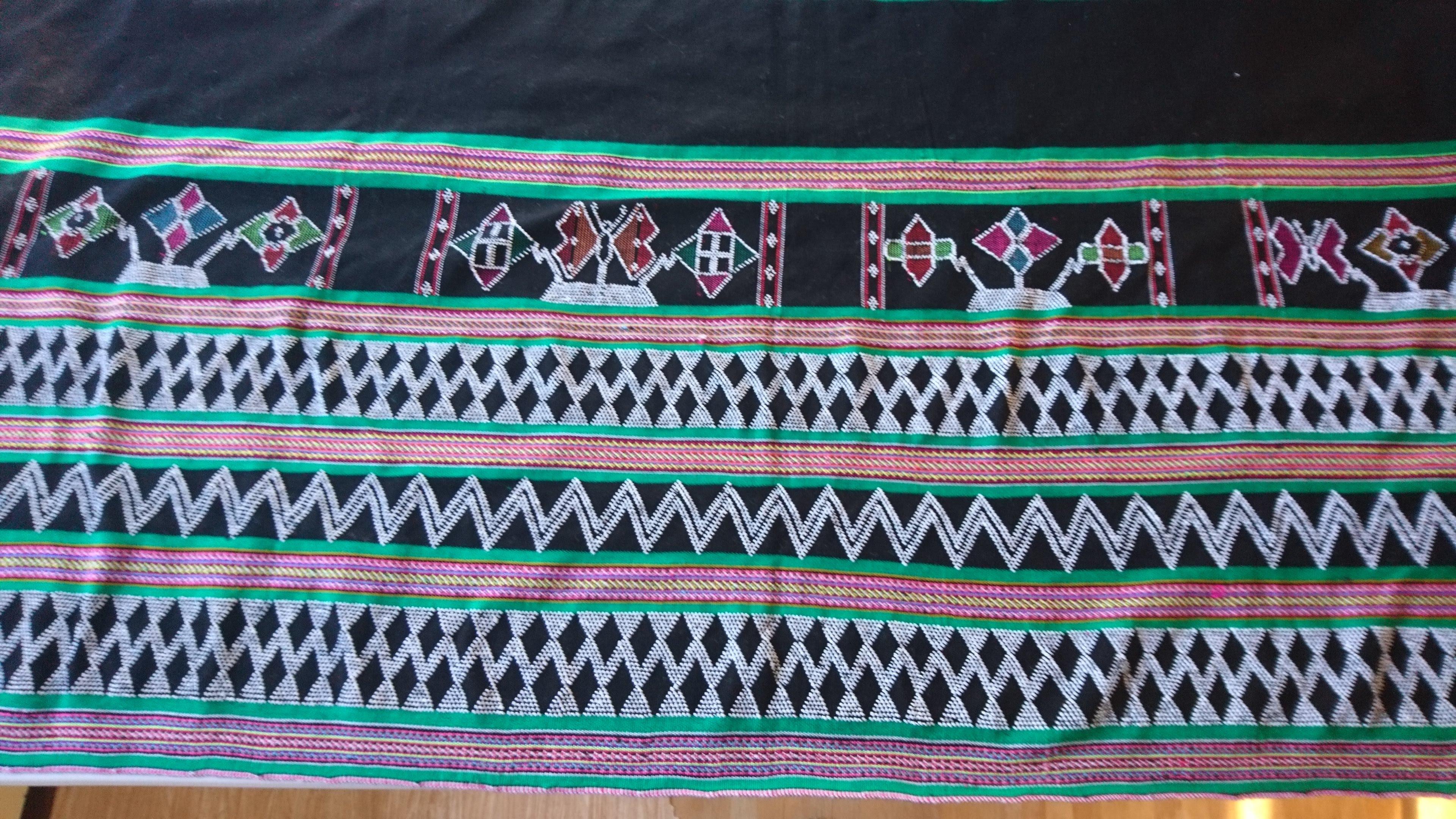 ターオイ族ビーズ入り手織りブロケード