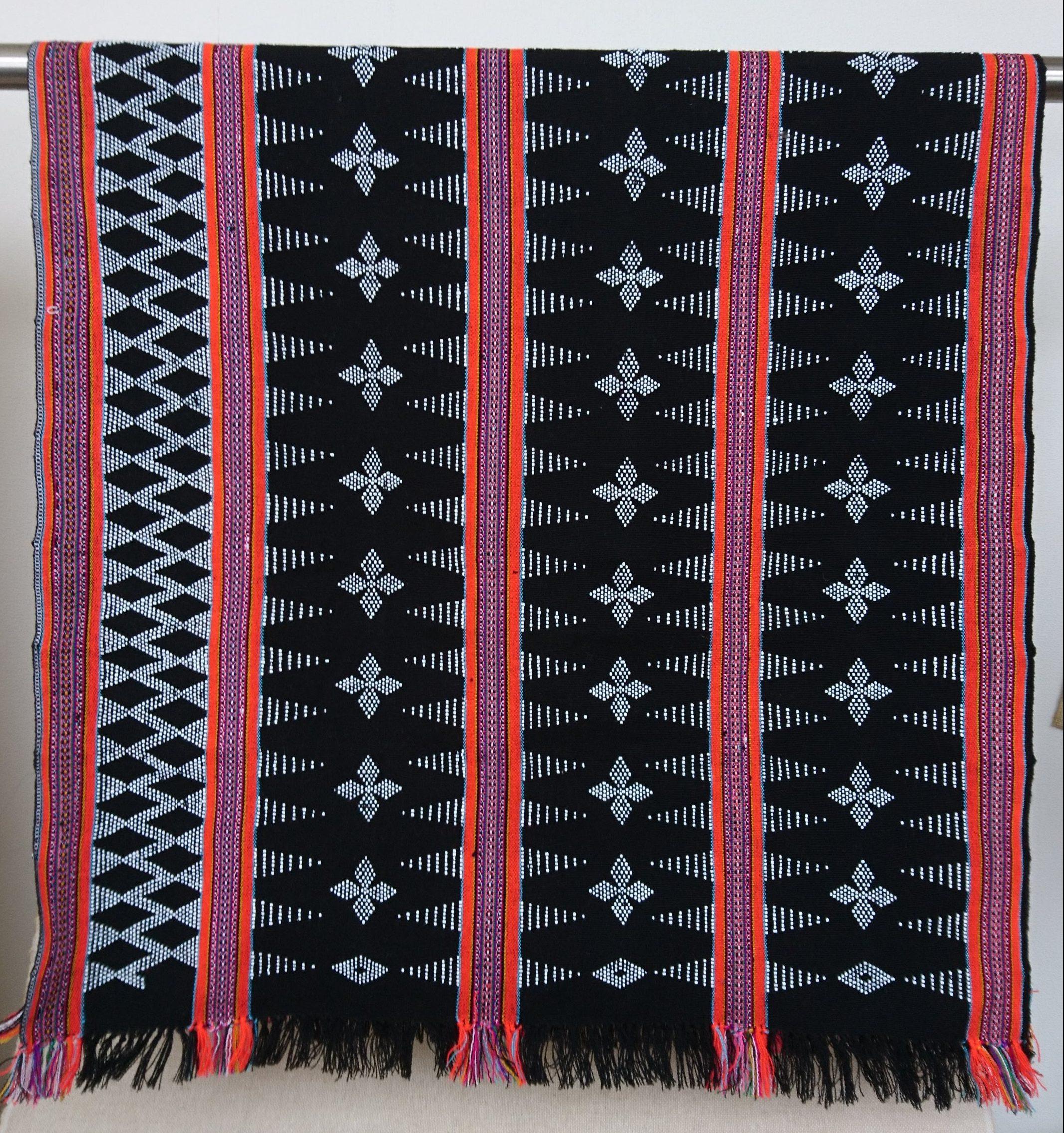 ターオイ族ビーズ入り手織りブロケード (ビーズ柄)