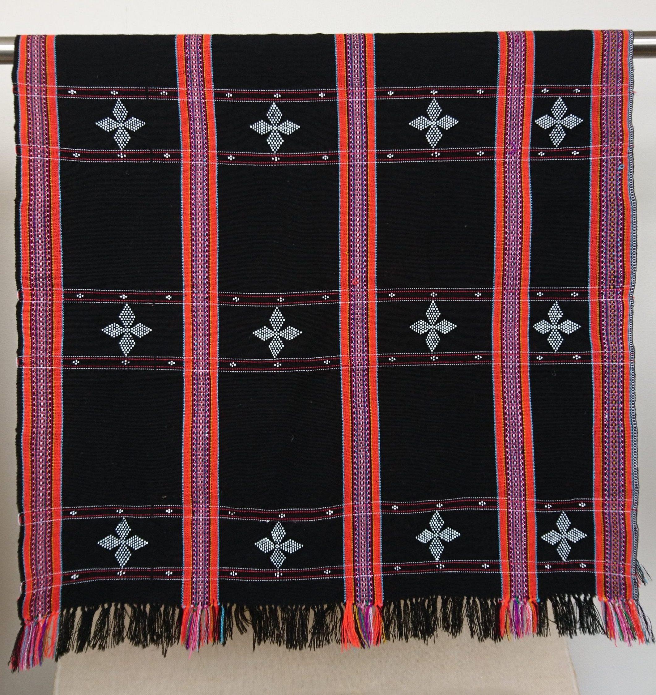 ターオイ族ビーズ入り手織りブロケード (ビーズ・刺繍柄)