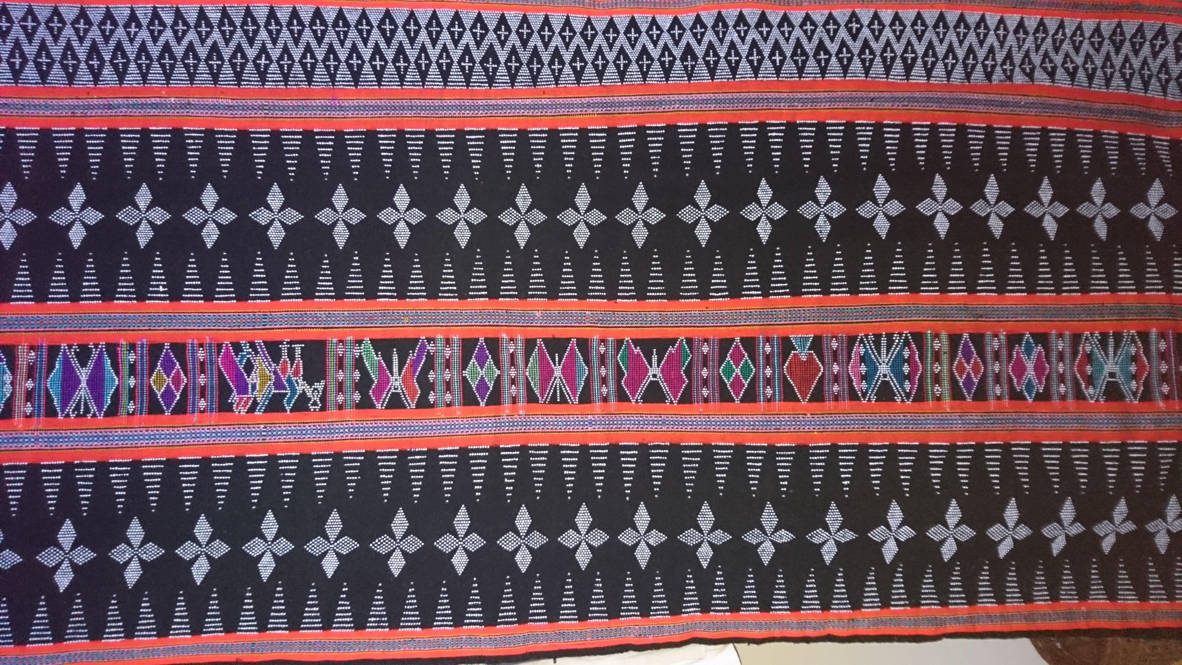 ターオイ族ビーズ入り手織りブロケードロング (ビーズ・刺繍柄)オレンジ