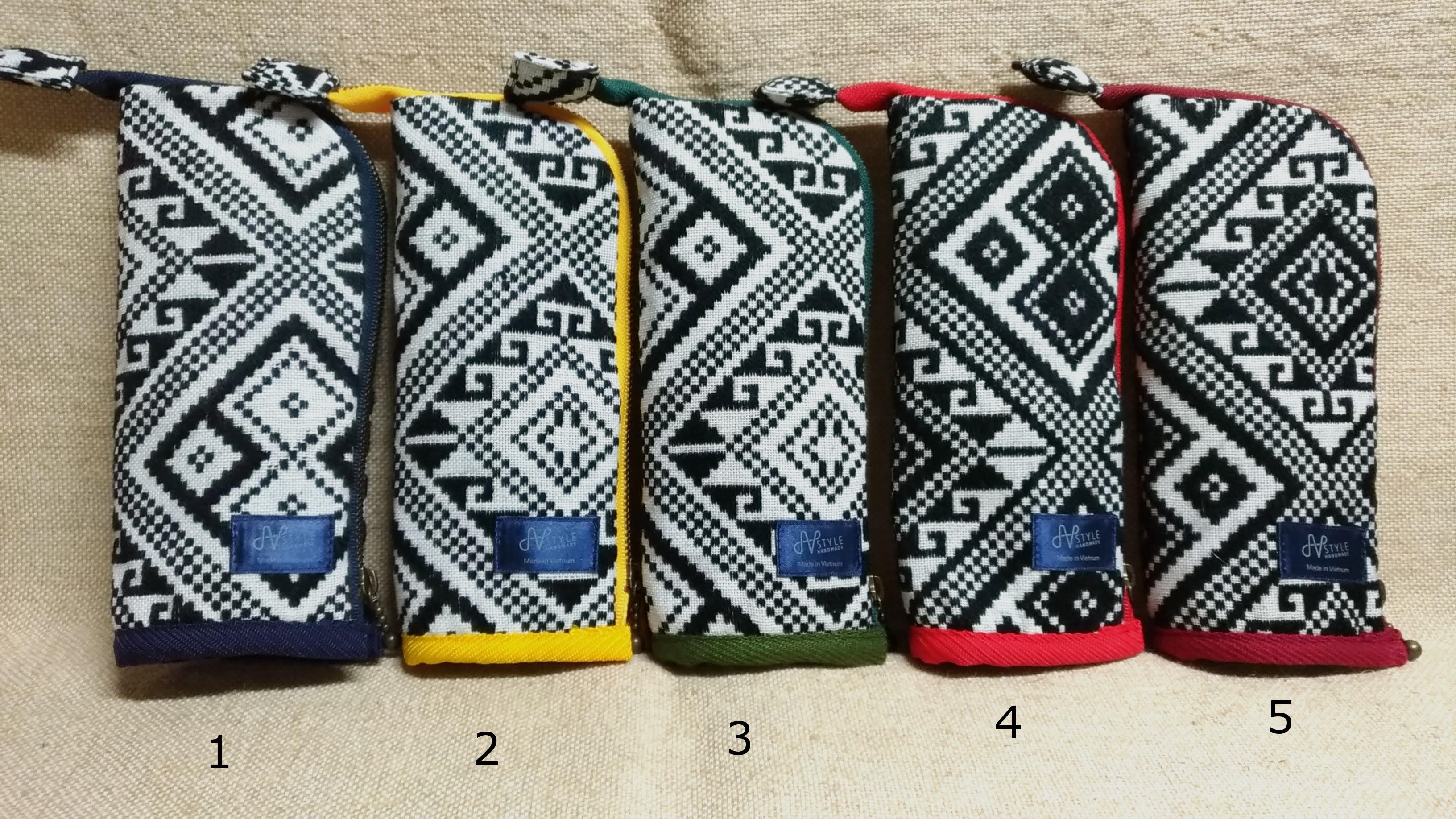 タイ族伝統浮き織り生地<立てられるペンケース>