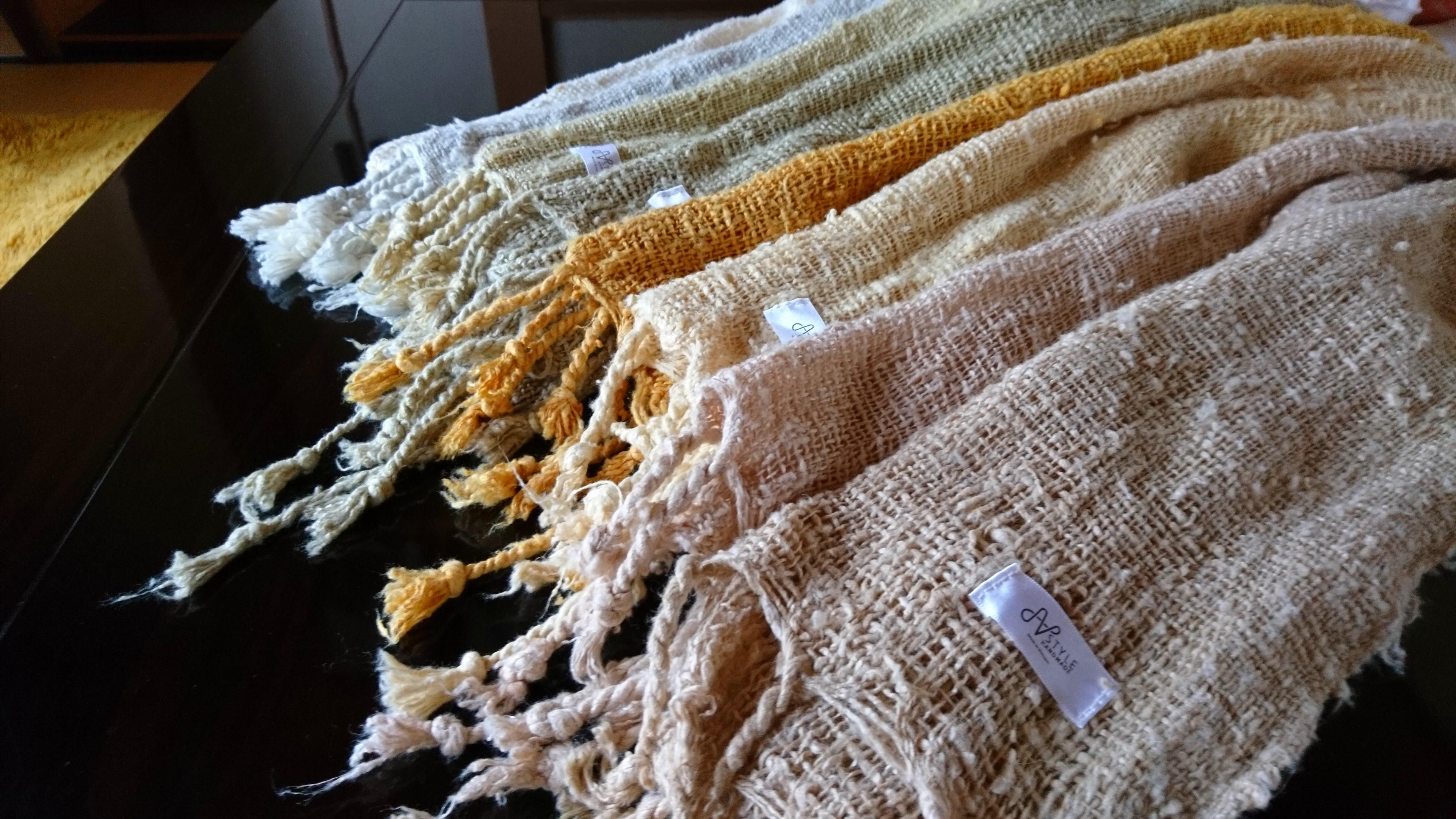 [ニャサ村] 極太シルク手紡ぎ糸の手織りストール (草木染め)