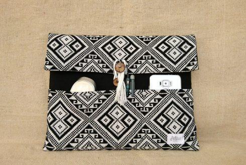 タイ族伝統浮き織り生地<クラッチバッグ>A4サイズ横型(厚手)(ポケット)