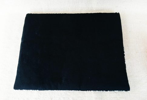 タイ族伝統浮き織り生地<クラッチバッグ>A4サイズ横型(厚手)(背面)